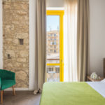 letto monolocale con balcone