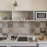 cucina monolocale con balcone