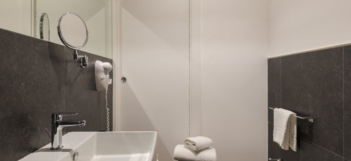 bagno monolocale con balcone