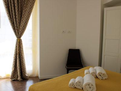 camera da letto bilocale con balcone