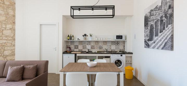 cucina trilocale con balcone