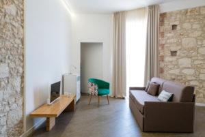 soggiorno trilocale con balcone