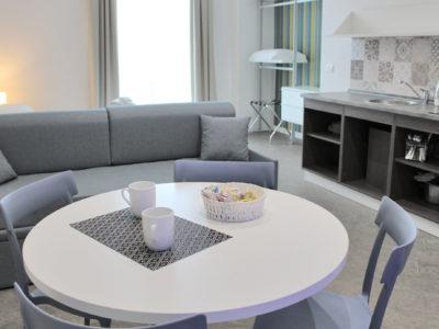soggiorno monolocale superior con balcone