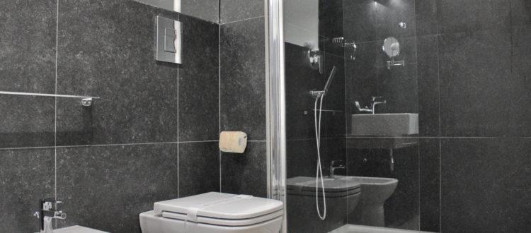 bagno monolocale superior con balcone
